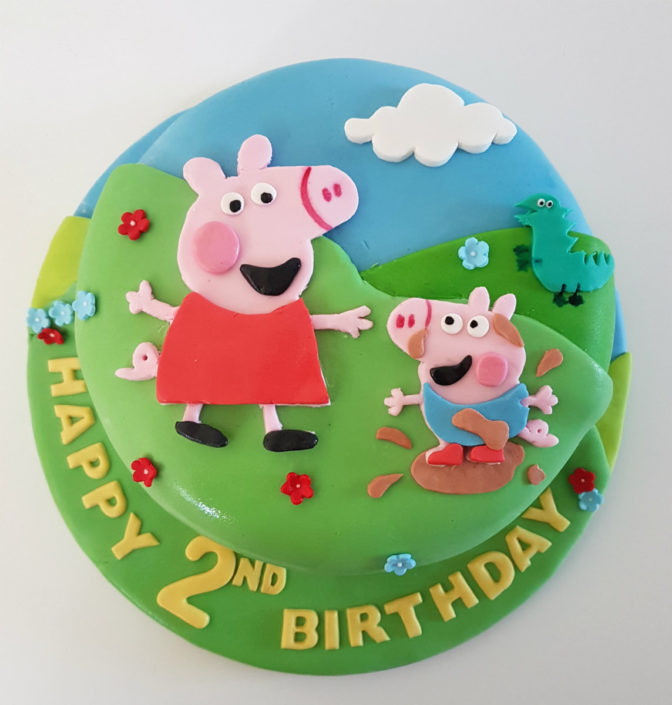 Peppa Pig playing birthday cake