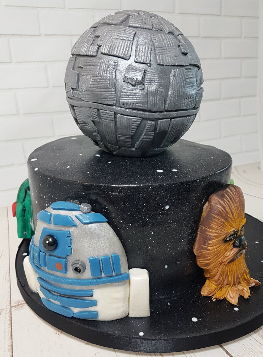 Star wars theme cake 3d head R2D2 - tamworth