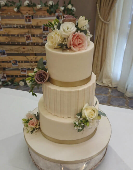 Vintage rose simple ivory wedding cake with fresh flower roses