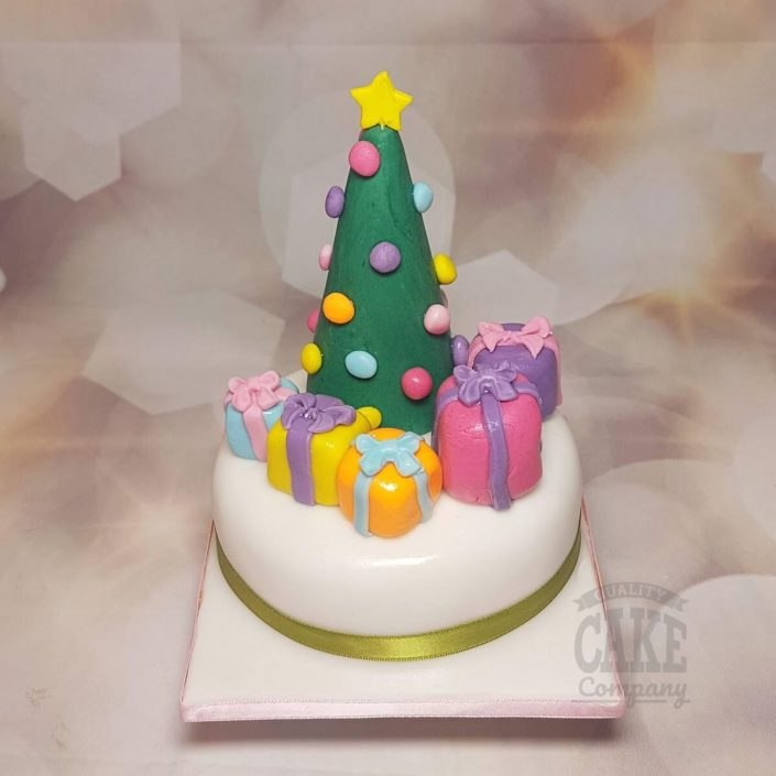 Christmas tree and presents christmas cake - tamworth