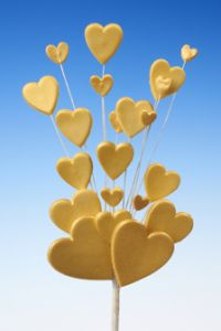 Gold heart spray icing cake decoration - Tamworth