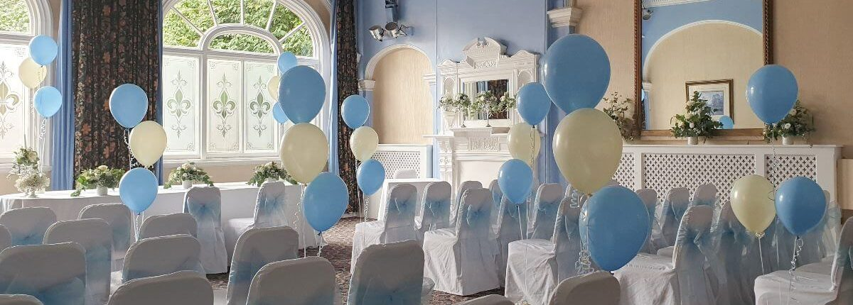 ivory and blue latex balloon bunches for wedding - tamworth