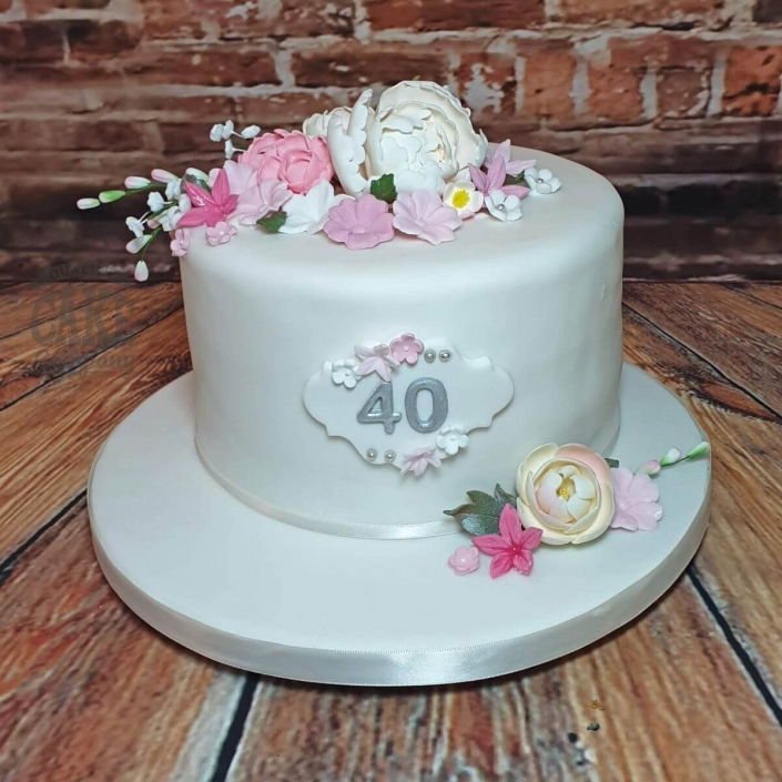 Simple white floral elegant cake - Tamworth