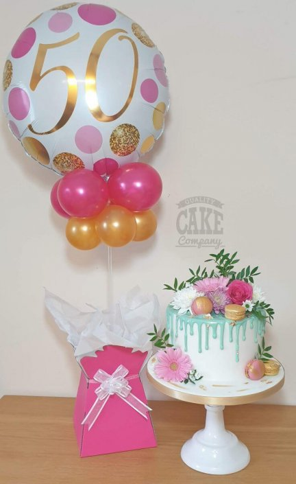 Balloon bouquet table display and matching pretty drip cake